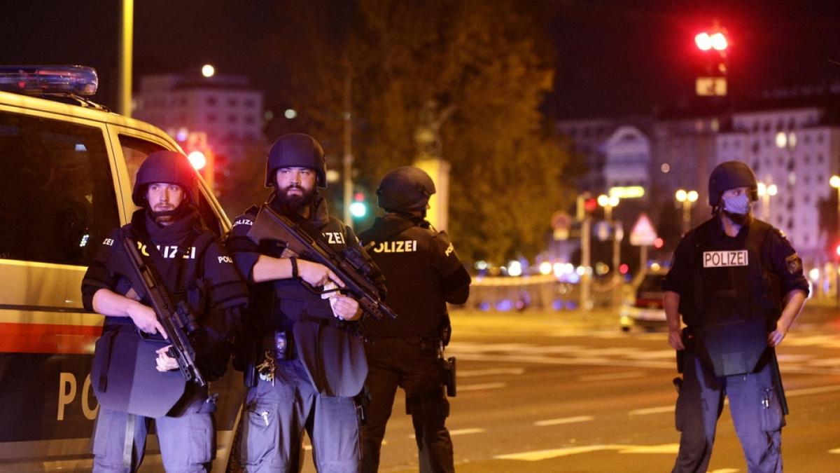 """Thủ tướng Áo tuyên bố, các vụ nổ súng tối 2/11 là một """"vụ tấn công khủng bố"""". Ảnh: news.sky.com"""