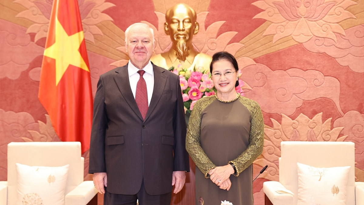 Chủ tịch Quốc hội Nguyễn Thị Kim Ngân và Đại sứ Liên bang Nga tại Việt Nam Konstantin Vnukov