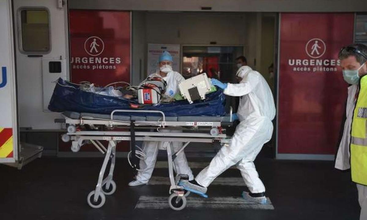 Dịch bệnh Covid-19 đang diễn biến phức tạp tại Pháp. Ảnh: Le Monde