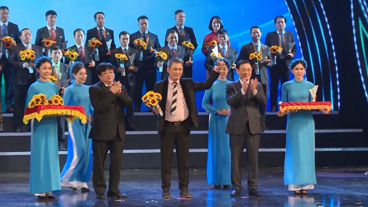 Tối 25/11, tại Nhà hát lớn Hà Nội, Hội đồng THQG đã tổ chức lễ công bố và trao biểu trưng THQG cho 124 doanh nghiệp với 283 sản phẩm đạt Thương hiệu Quốc gia năm 2020.