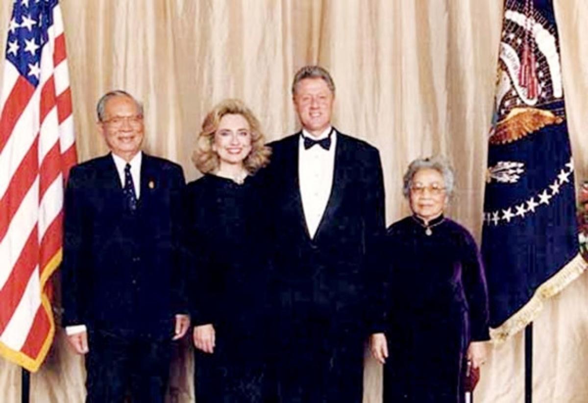 Tổng thống Mỹ Bill Clinton và phu nhân đón tiếp Chủ tịch nước Việt Nam Lê Đức Anh và phu nhân tại Mỹ năm 1995.Ảnh tư liệu