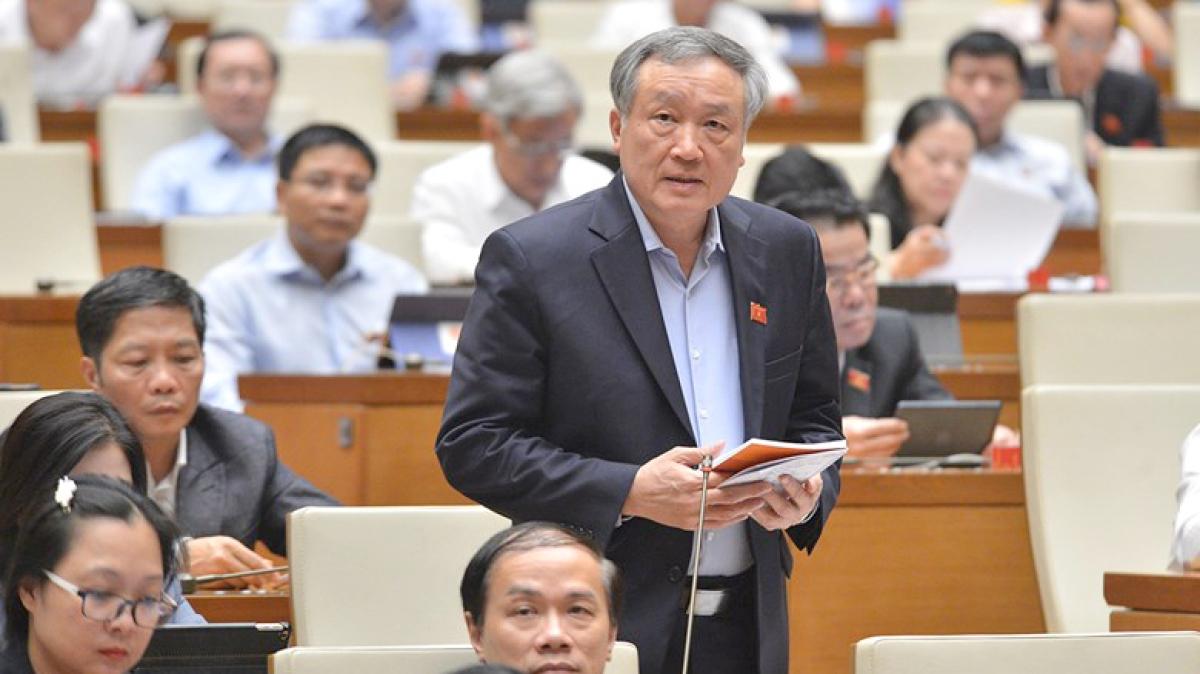Chánh án Nguyễn Hòa Bình trả lời chất vấn của Đại biểu Quốc hội ngày 9/11. Ảnh: Quốc hội