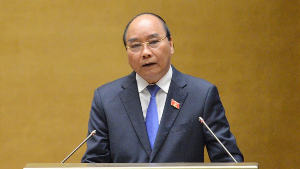 Thủ tướng Nguyễn Xuân Phúc trả lời chất vấn của Đại biểu Quốc hội trên Hội trường, sáng 10/11. Ảnh: Quốc hội