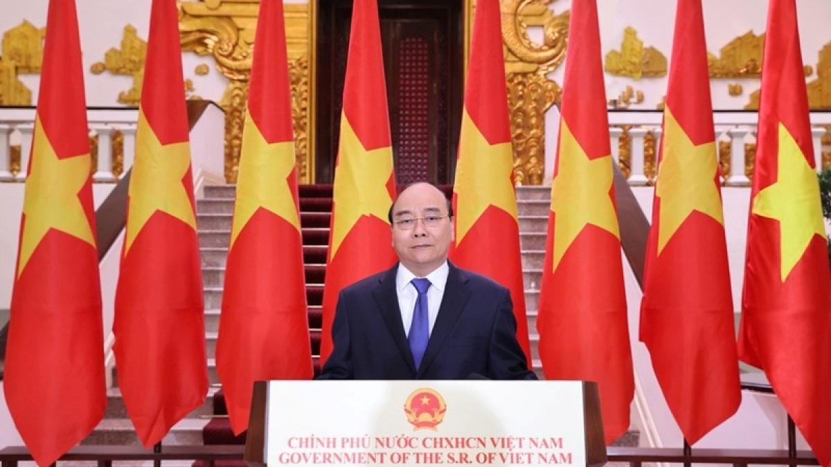 Thủ tướng Nguyễn Xuân Phúc trong buổi ghi hình. Ảnh BNG