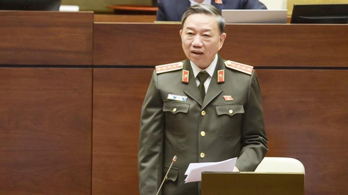 Bộ trưởng Tô Lâm cho biết việc xây dựng và trình dự án Luật Bảo đảm trật tự, an toàn giao thông đường bộ được sự nhất trí rất cao trong Chính phủ, đặc biệt giữa Bộ Công an và Bộ Giao thông vận tải