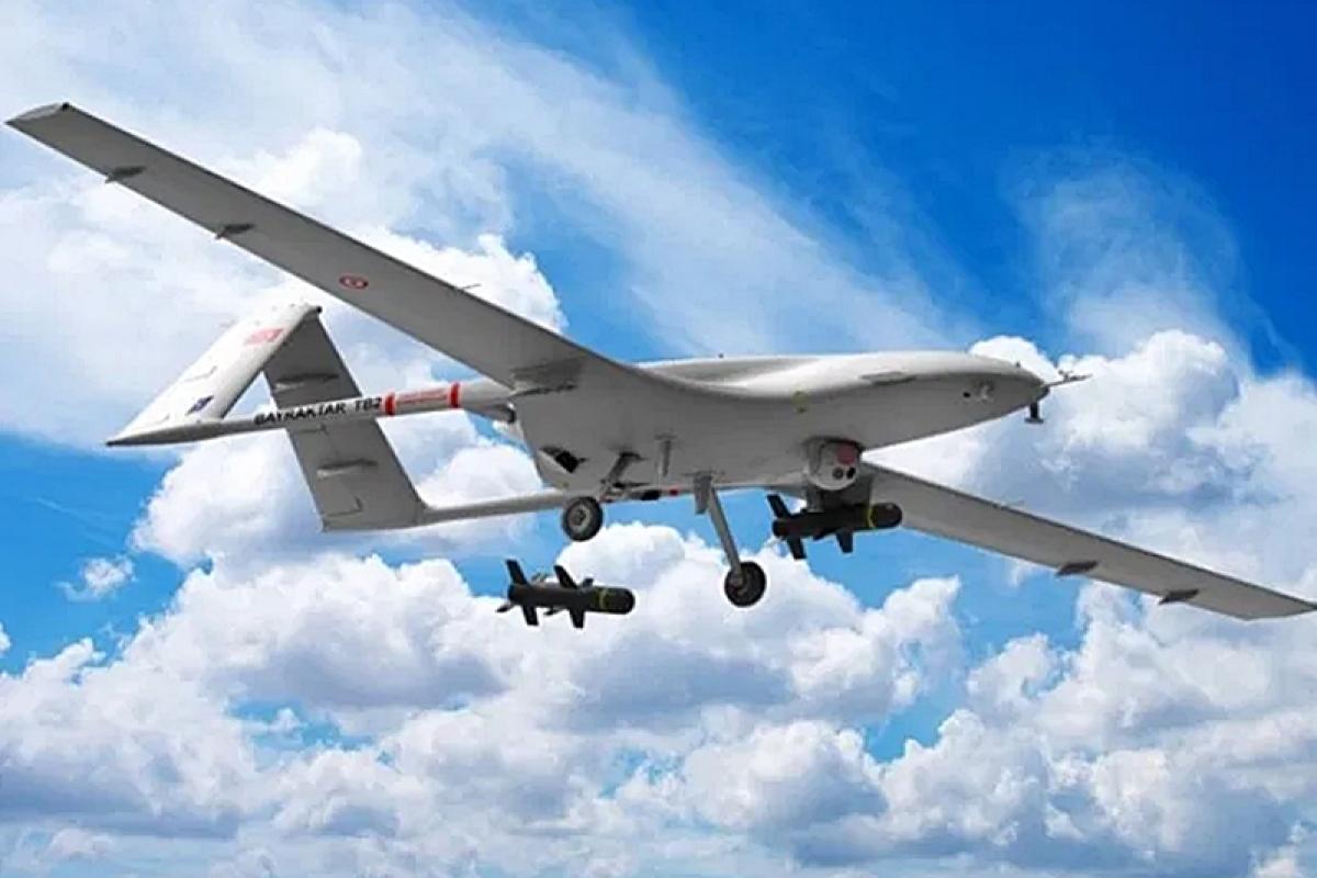 """UAV Bayraktar TB2 – """"thần chết"""" trên không. Ảnh: News Archy UK."""