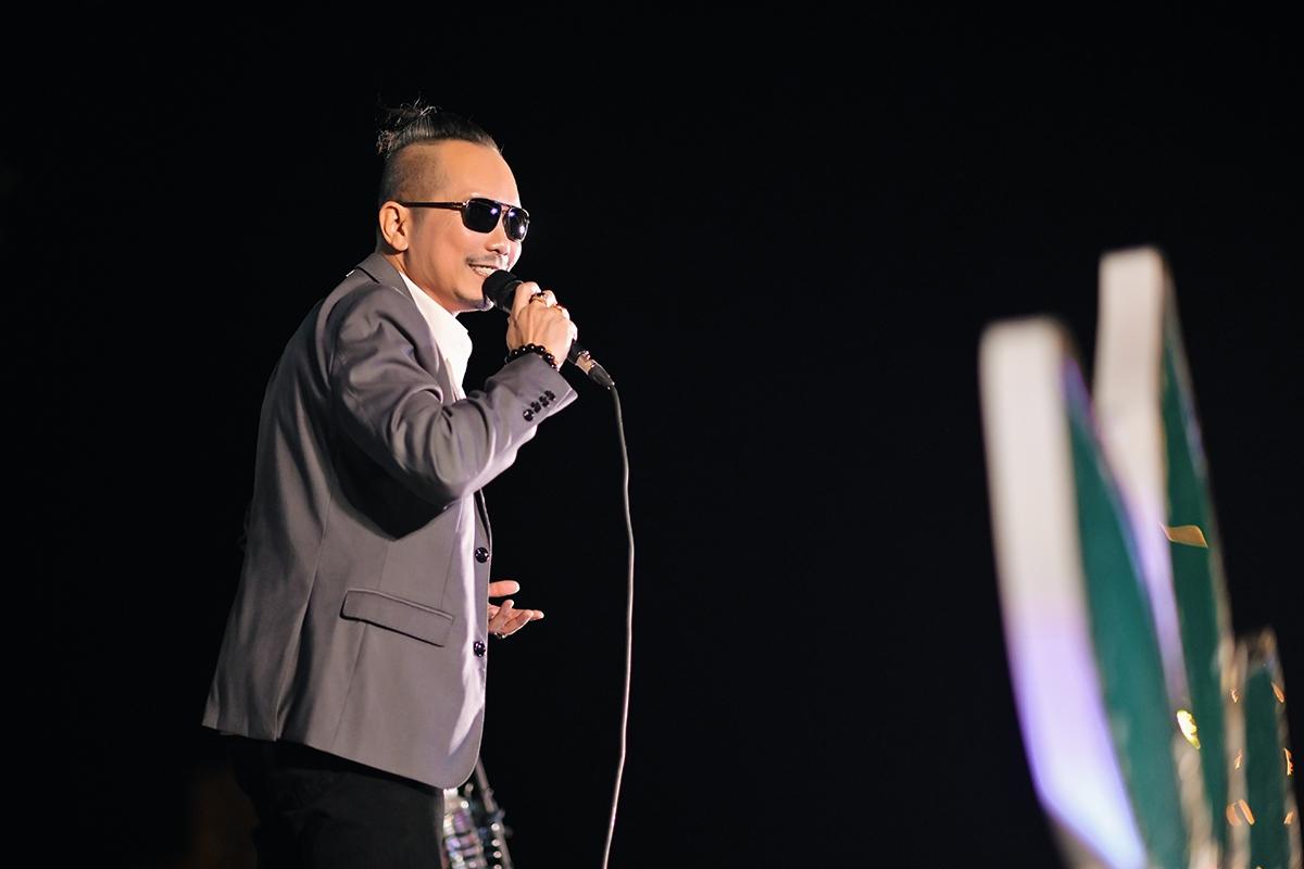 Jimmii Nguyễn thể hiện loạt ca khúc hit.
