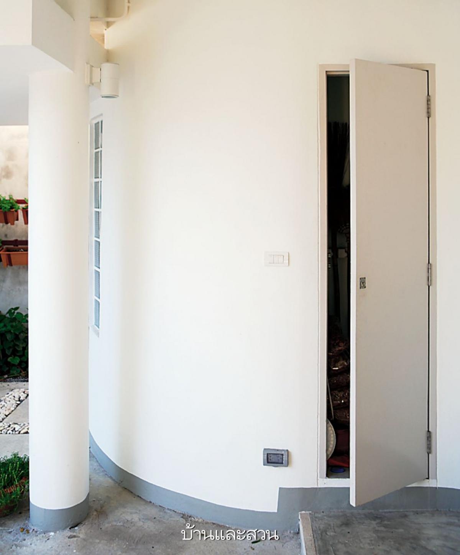 Phần tường cong được tận dụng làm kho chứa đồ, rất tiện ích./.