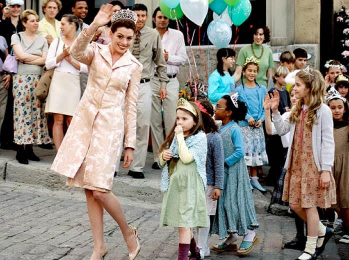 Trong thân phận công chúa, Anne được ưu ái với phong cách đài các và trang trọng hơn, nhưng vẫn giữ được nét trẻ trung, ngọt ngào.