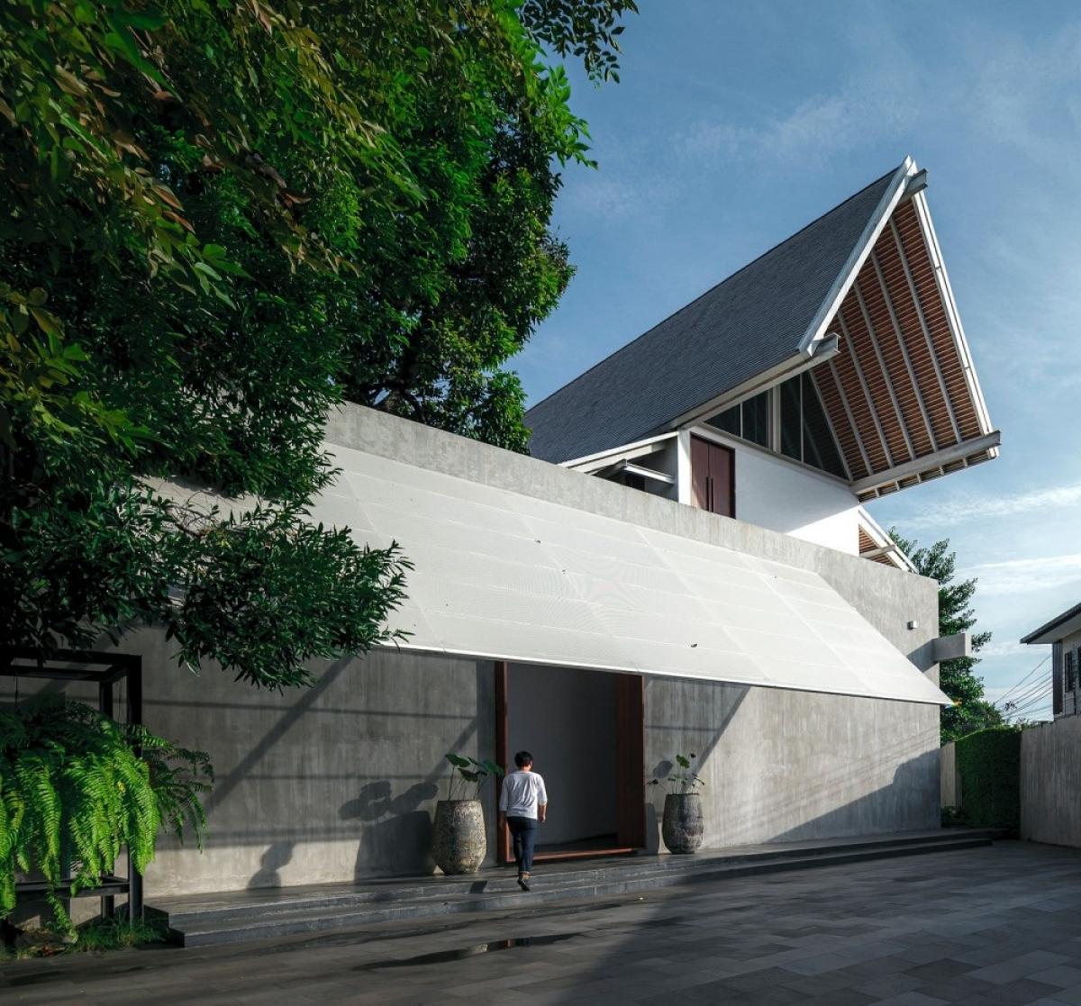 Nhà thiết kế đã dựa vào hướng nắng và gió để xây dựng sao cho một không gian sống tự nhiên, chan hòa nhất có thể.
