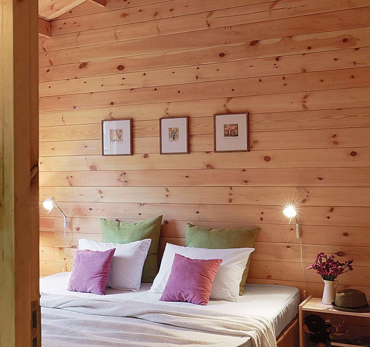 Phòng ngủ êm ái, nhẹ nhàng và tối giản.