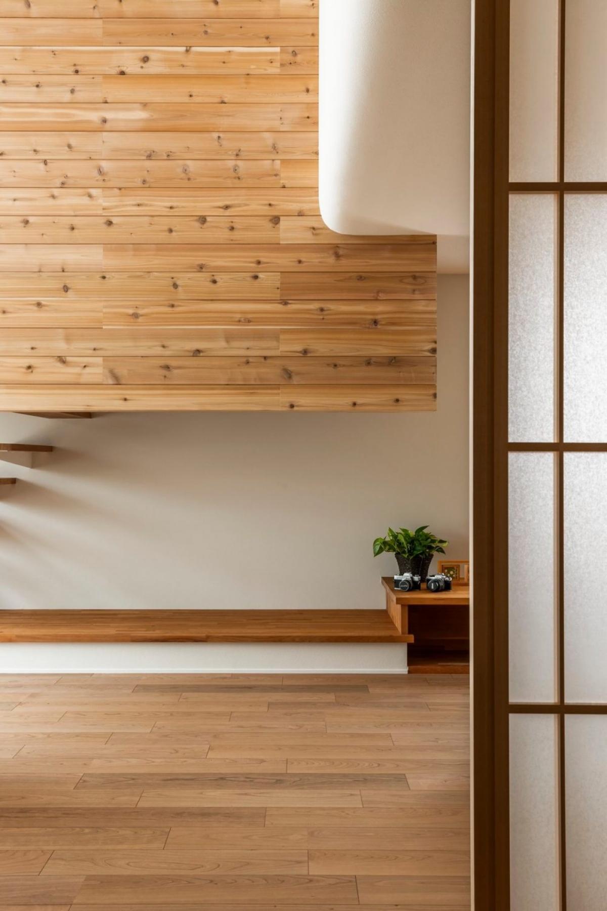 Những chiếc cửa kéo mang lại cho căn nhà sự tinh tế, mềm mại hơn.