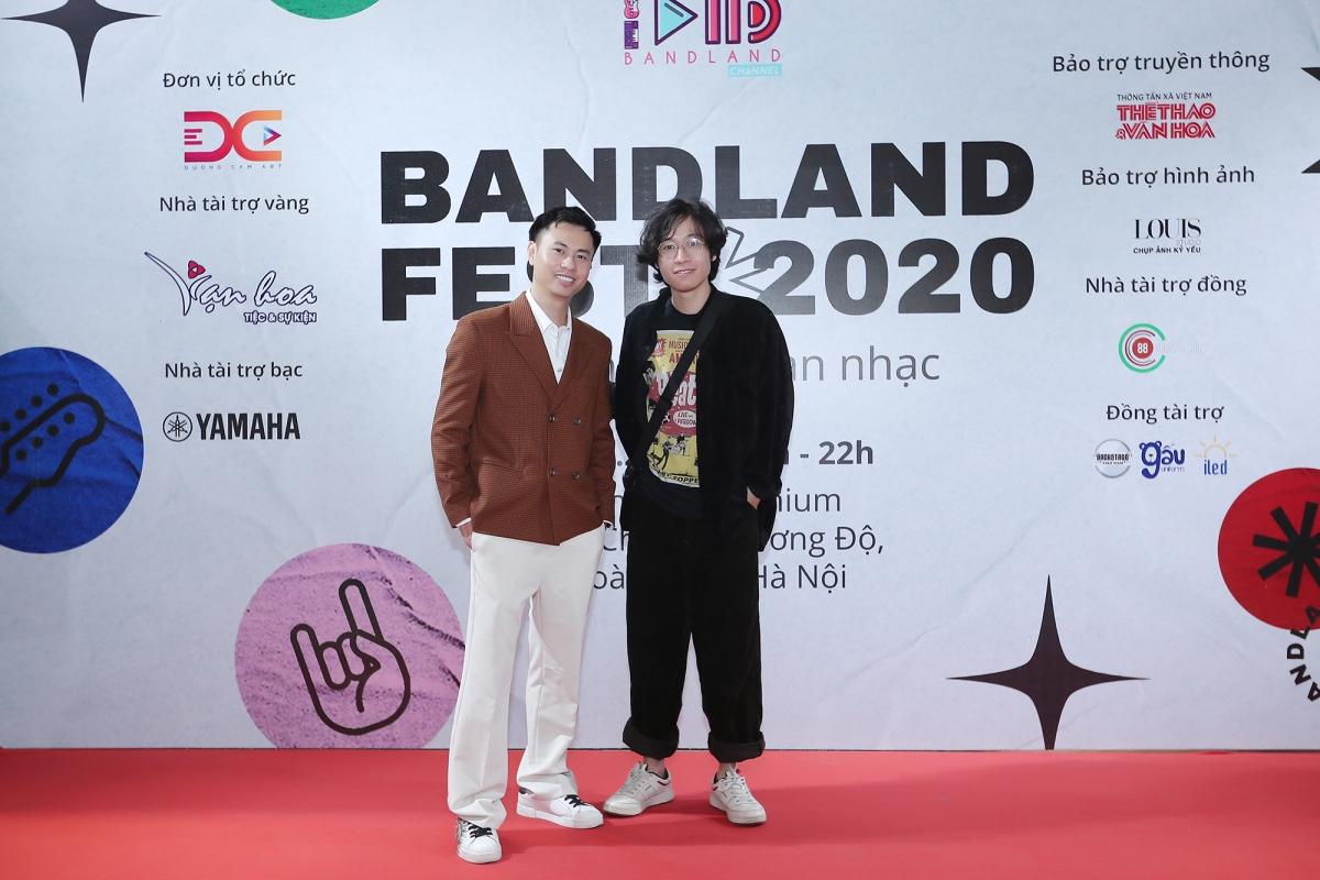 Nhạc sĩ Dương Cầm cùng Vũ Đình Trọng Thắng - thành viên ban nhạc Ngọt.