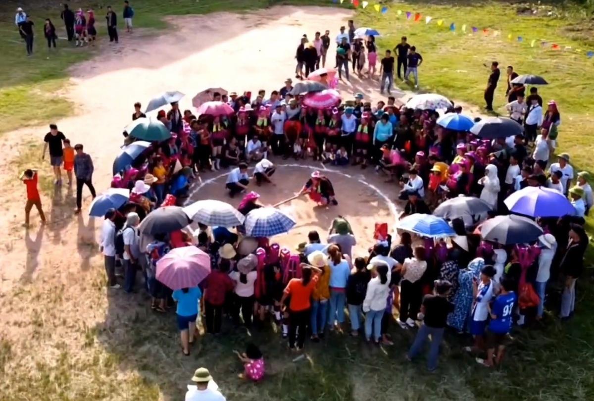 Nhiều trò chơi dân gian của người dân bản địa.