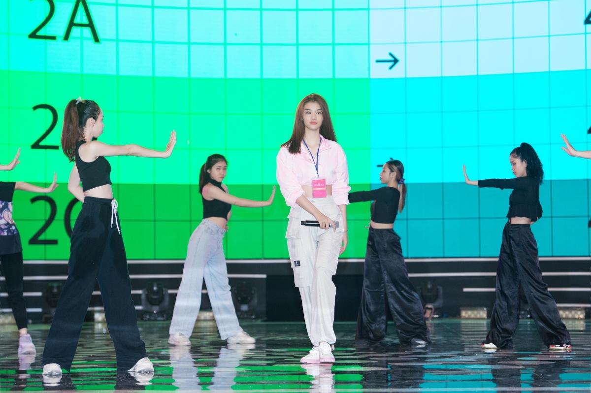 Đây cũng là ca khúc sẽ mở màn đêm Chung kết biểu diễn bởi Á hậu Kiều Loan và PB Live Band.