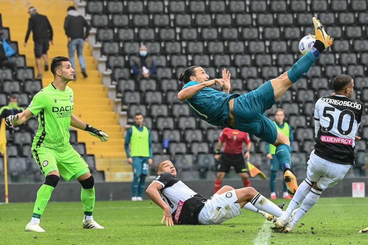 Cú móc bóng của Ibrahimovic mang về chiến thắng cho AC Milan. (Ảnh: Getty)