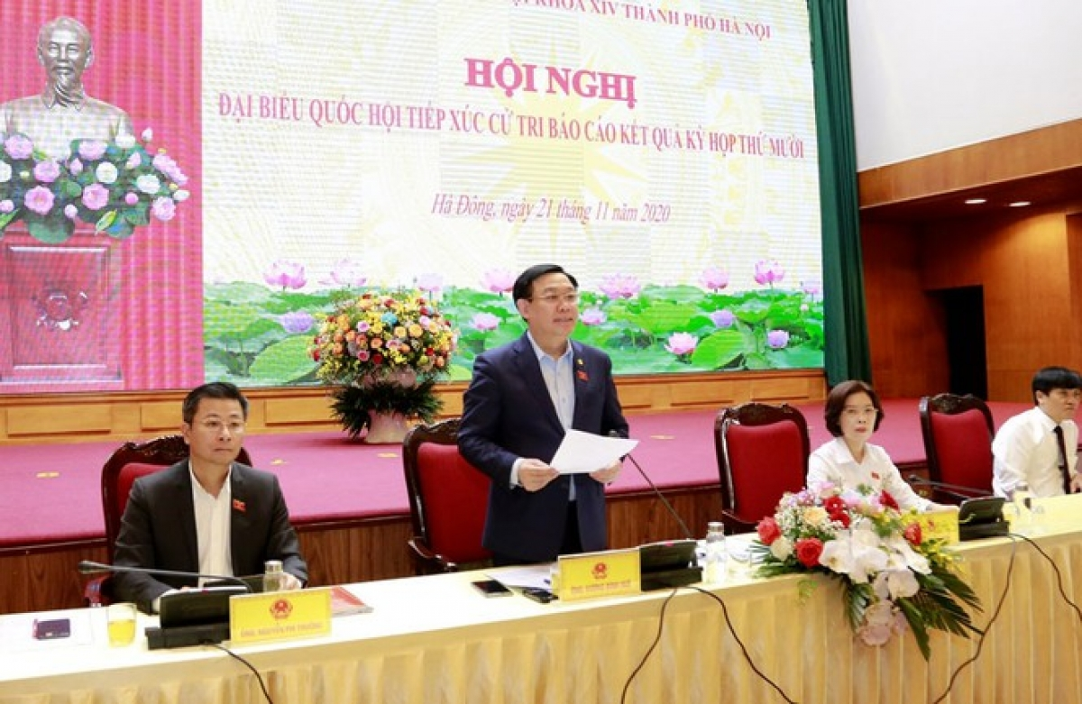 Bí thư Thành ủy Hà Nội Vương Đình Huệ phát biểu tại hội nghị tiếp xúc cử tri