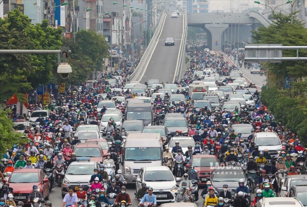 Tổ chức giao thông tại Ngã Tư sở đầu tháng 11 sau khi thông xe đoạn vành đai 2 trên cao (gần như không có gì)