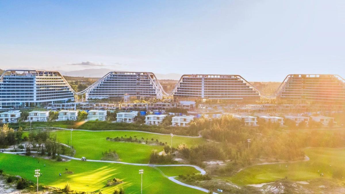 Khách sạn sở hữu 1.500 phòng, được đánh giá có quy mô bậc nhất Việt Nam.