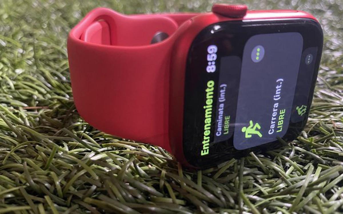 """Đồng hồ thông minh của Apple ra mắt phiên bản Series 6 và đang được giảm giá dịp Black Friday. Hiện giá chỉ còn 330 USD trên """"chợ mạng""""./."""