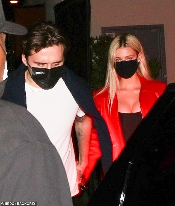 Brooklyn Beckham và bạn gái Nicola Peltz cùng nhau đi thưởng thức bữa tối lãng mạn ở Los Angeles hôm 5/11.