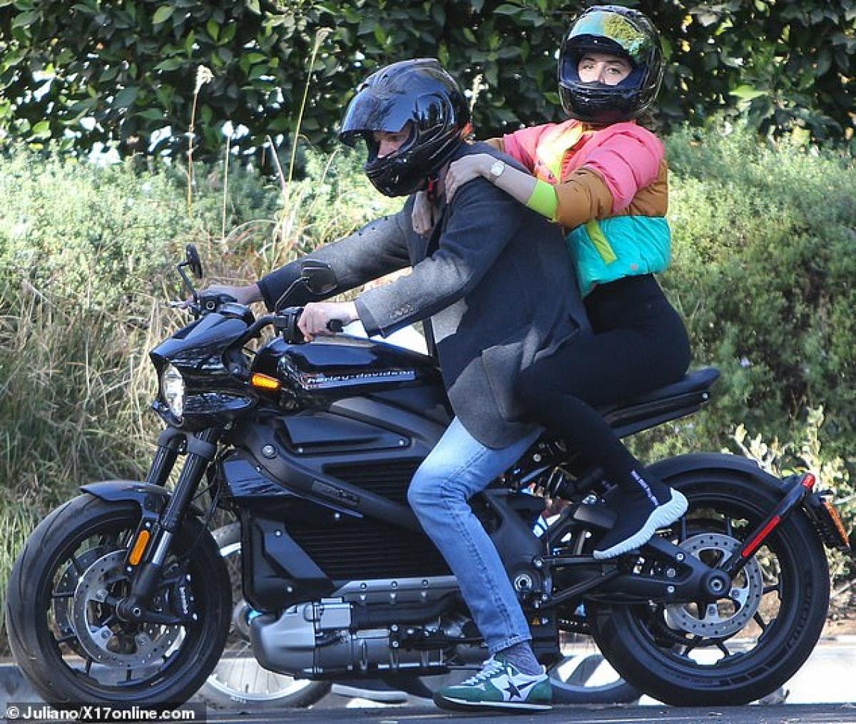 """Ben Affleck và Ana bén duyên trên trường quay phim """"Deep Water"""" hồi tháng 2 vừa qua."""
