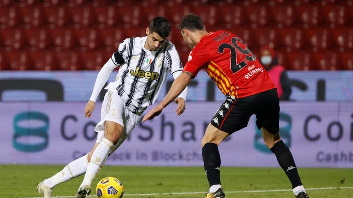 Morata ghi bàn thắng rất ấn tượng ở trận đấu với Benevento (Ảnh Reuters).