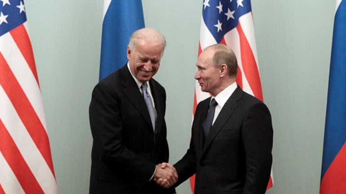Cuộc gặp năm 2011 giữa ông Joe Biden, khi đó là Phó Tổng thống Mỹ và ông Putin khi đó là Thủ tướng Nga. Ảnh: Reuters