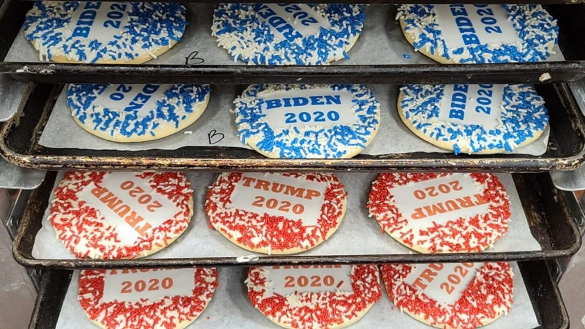 Mỗi chiếc bánh bán ra được tính là một phiếu cho Biden hoặc Trump.