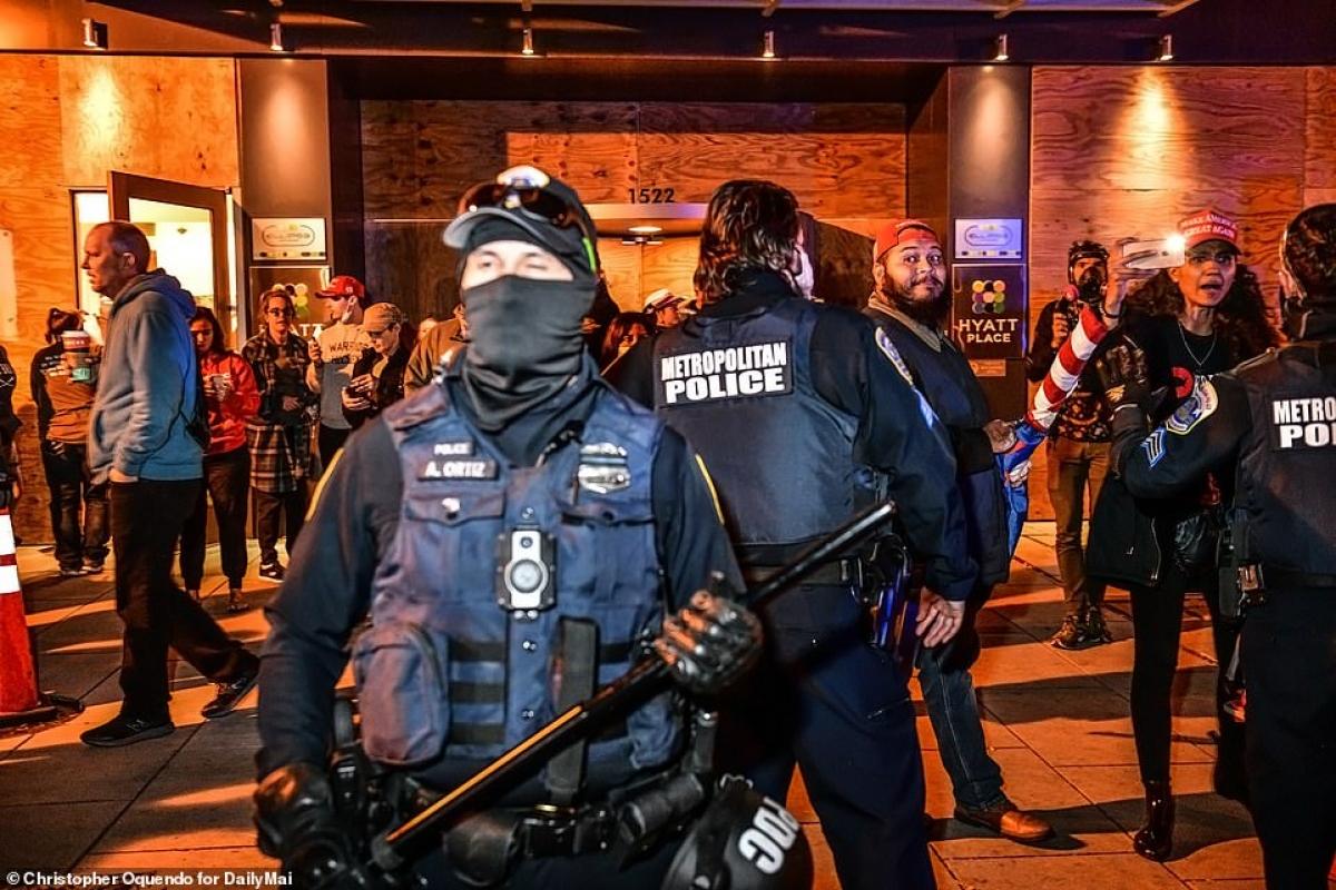 Cảnh sát chống bạo động Mỹ.