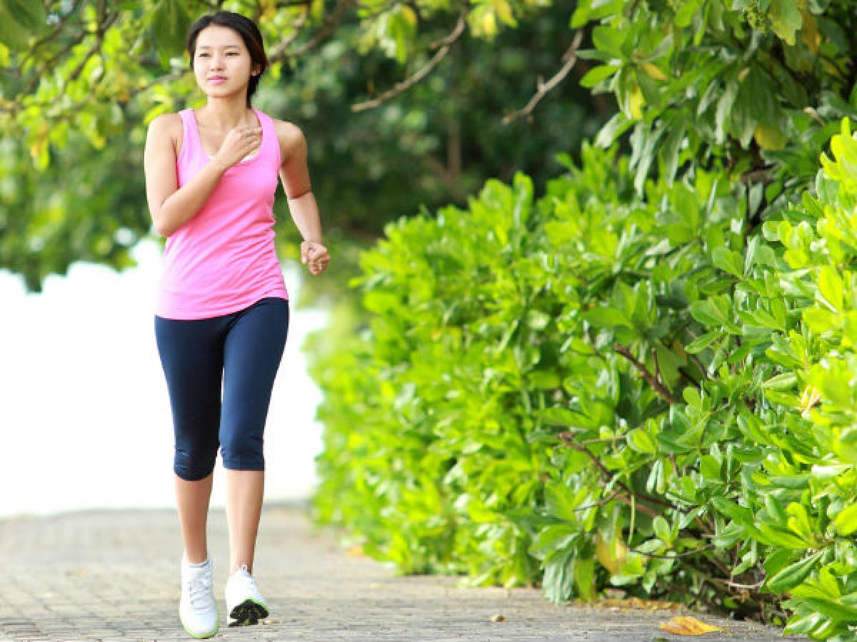 Lười vận động: Tập thể dục không chỉ giúp bạn giữ dáng mà còn giúp tăng cường miễn dịch và các chức năng cơ thể khác. Tập thể dục thường xuyên sẽ giúp bạn phần nào giảm nguy cơ mắc cảm lạnh.