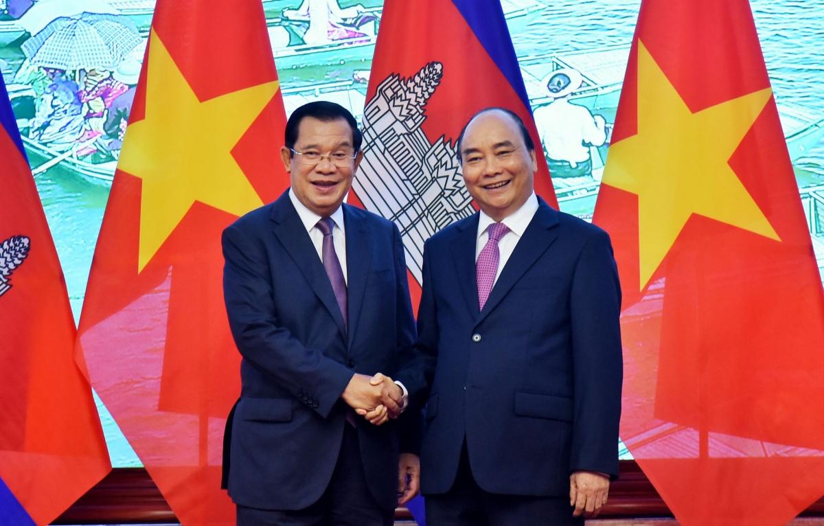 Thủ tướng Chính phủ Nguyễn Xuân Phúc và Thủ tướng Campuchia Hun Sen. Ảnh: baoquocte.