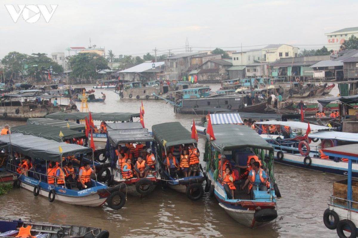 Khu du lịch Chợ nổi Cái Răng - Cần Thơ.