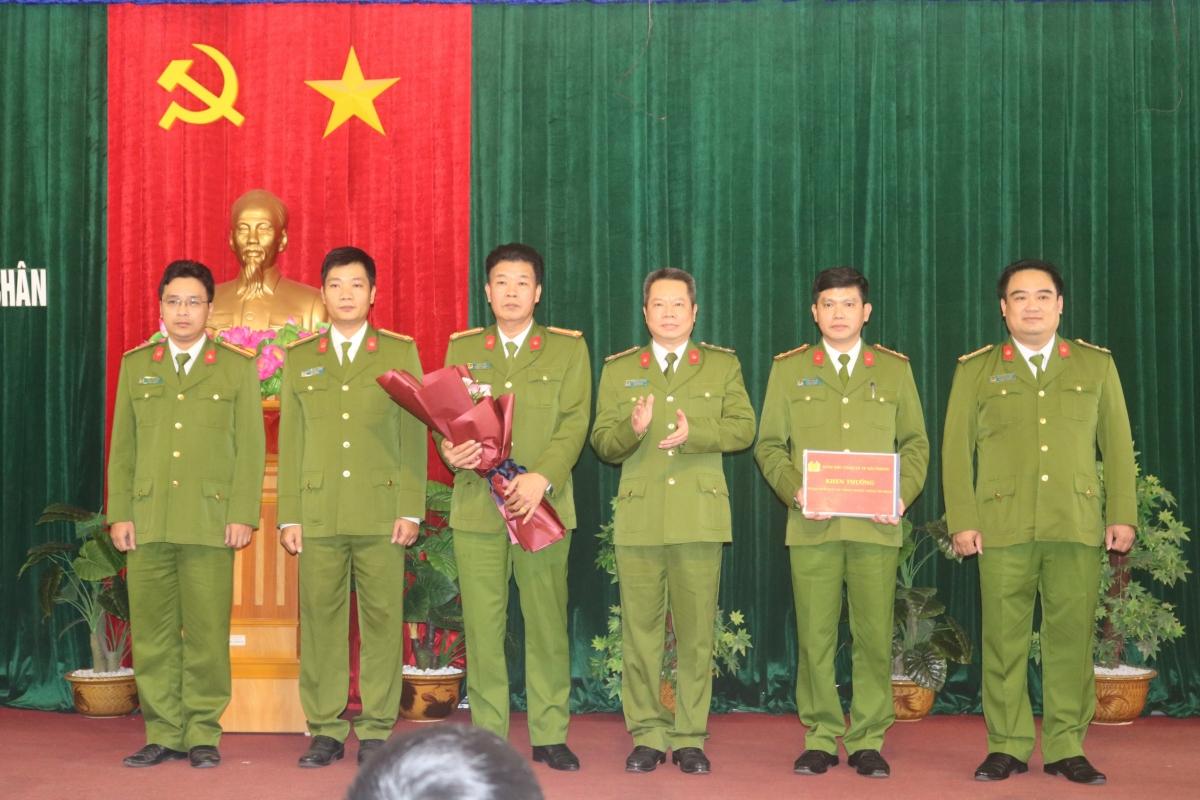 Công an thành phố Hải Phòng khen thưởng chiến công của Công an quận Lê Chân.