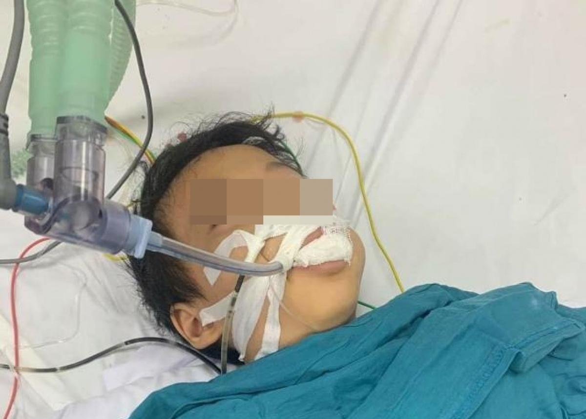 Cháu H đang được điều trị tại Bệnh viện Nhi TƯ. (Ảnh gia đình cung cấp)
