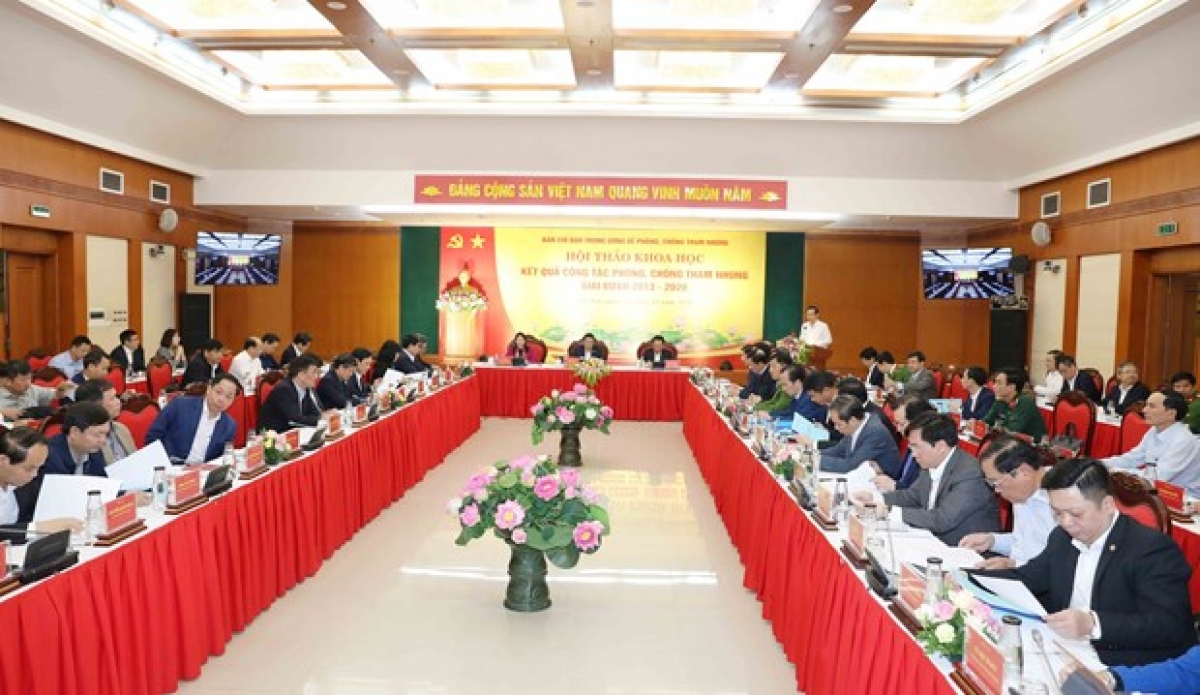 The symposium is held in Hanoion November 28 to review the corruption prevention and control (Photo: VNA)
