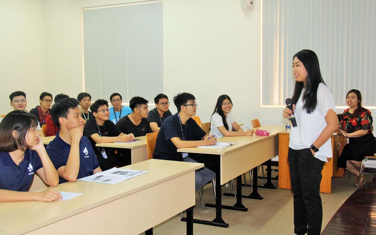 Sinh viên Đại học Quốc giao Thành phố Hồ Chi Minh.