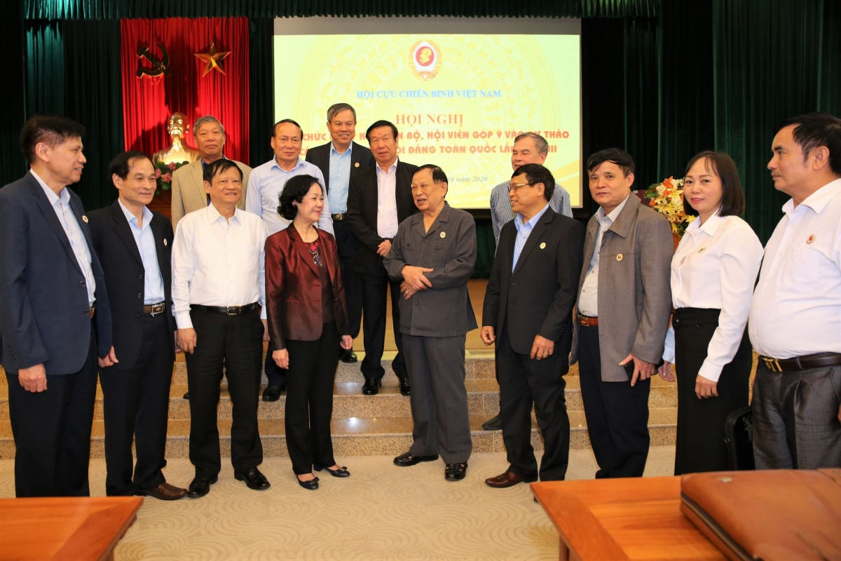 Đại biểu Hội Cựu chiến binh Việt Nam góp ý vào dự thảo văn kiện Đại hội XIII của Đảng (Ảnh: cuuchienbinh.vn)