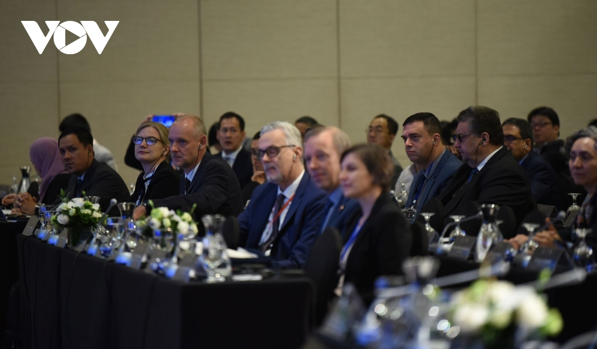 Foreign delegates attend the event
