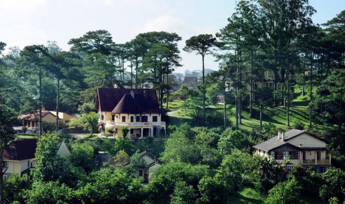Tourists really feel like they're amid nature at the Ana Mandara Villas Dalat, despite the touristy areas just being a short taxi ride away. The hotel has a spa, a pool, a restaurant, and plenty of activities to keep children busy.