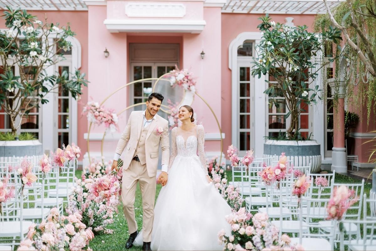 Đám cưới tại sân vườn Pink Pearl - JW Marriott Phu Quoc Emerald Bay Resort