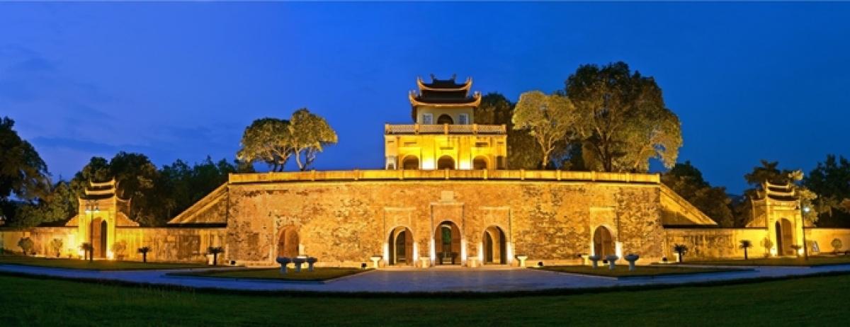 Hoàng thành Thăng Long về đêm. (Ảnh: Trung tâm Bảo tồn di sản Thăng Long – Hà Nội)