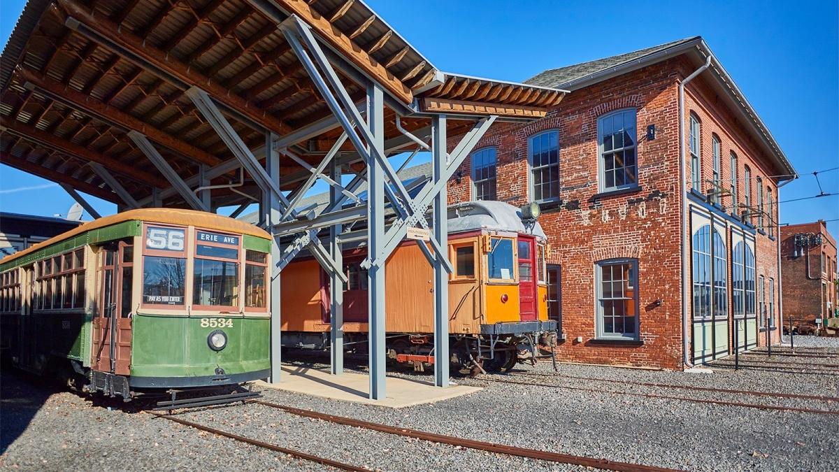 """Vào những năm 1880, Scranton được mệnh danh là """"thành phố điện"""" vì đây là nơi đầu tiên ở Pennsylvania có hệ thống xe điện hoạt động. Ngày nay, một bảo tàng xe điện lưu lại lịch sử của các tuyến đường sắt, với các xe mô hình, đèn chiếu sáng và triển lãm dành cho trẻ em. Có hẳn một tuyến xe điện để du khách di chuyển từ bảo tàng Electric City Trolley đi tham quan các di tích lịch sử trong thành phố."""