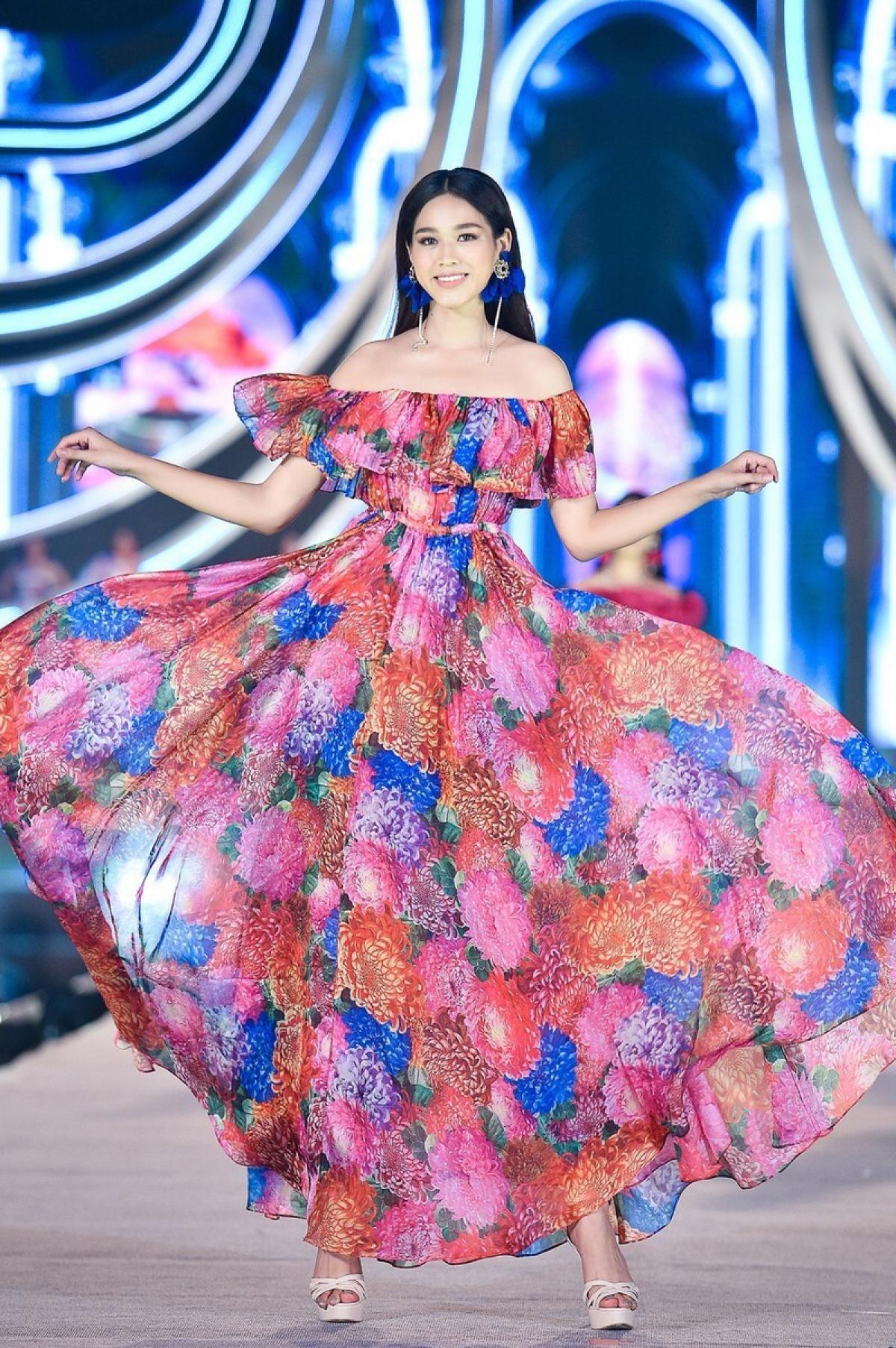 Cô gái 19 tuổi quê Thanh Hóa cho biết vẫn sẽ ưu tiên việc học dù có đăng quang hoa hậu.