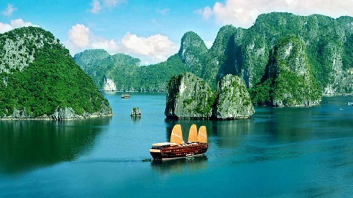 Vịnh Hạ Long - Di sản thu hút được nhiều du khách quốc tế