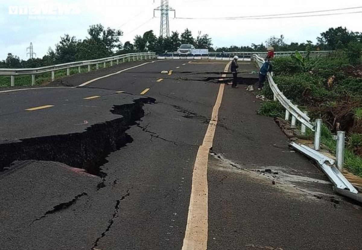 Đường tránh ở huyện Chư Sê, Gia Lai thời điểm hư hỏng nặng vào đầu tháng 9/2019.