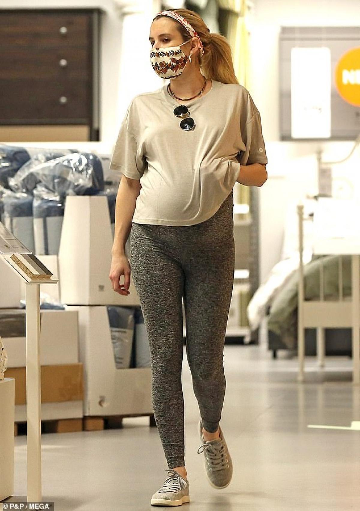 Đến khi phát hiện bản thân mắc bệnh liên quan đến tử cung từ vài năm trước, Emma Roberts quyết định phải có con trước khi quá muộn.