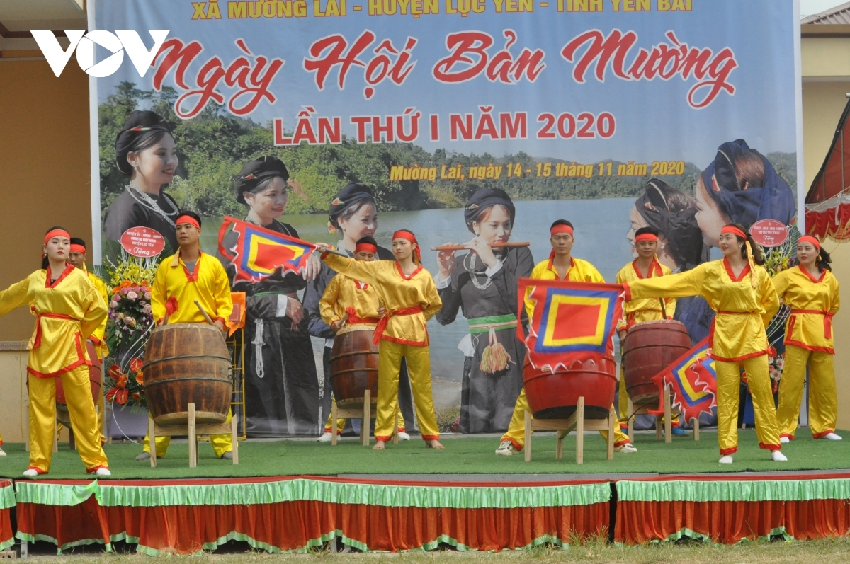 A range of art performances are held in order to kick-start the festival.