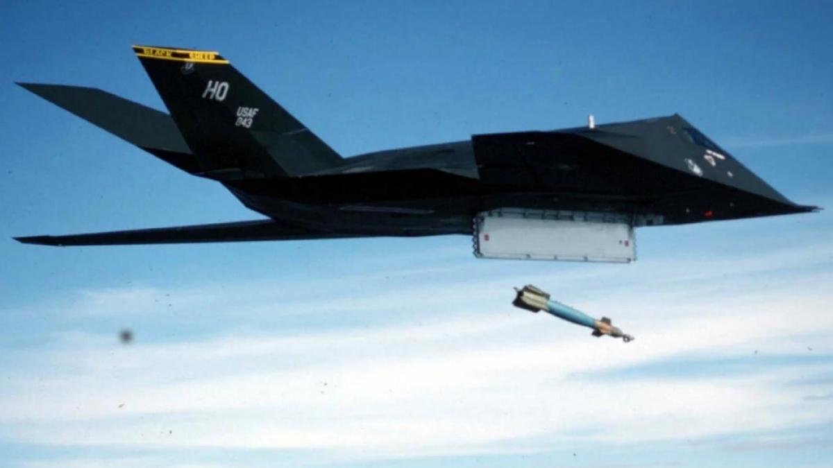 F-117. Ảnh: Reuters