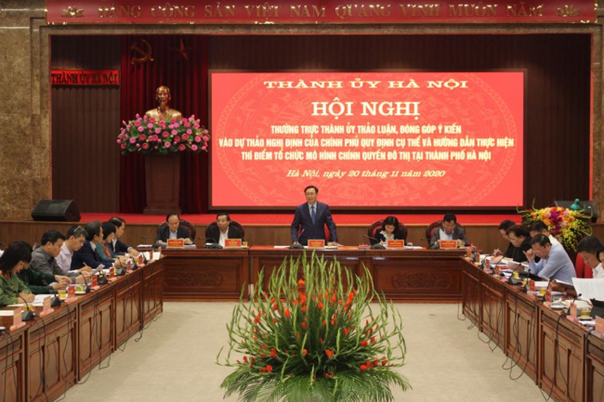 Bí thư Thành ủy Hà Nội Vương Đình Huệ phát biểu tại hội nghị. Ảnh: TTXVN